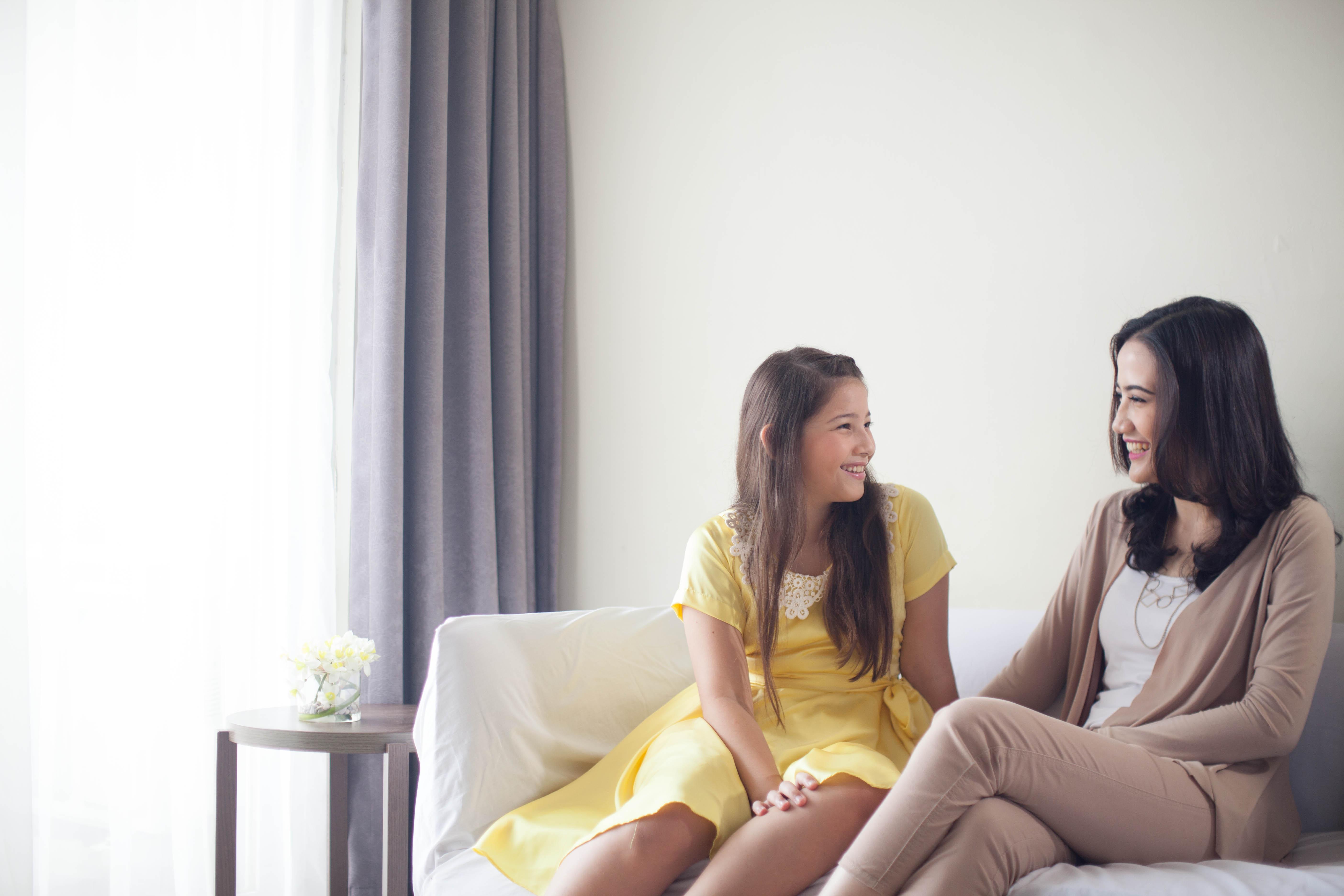 4 Hal Ini Perlu Bunda Perhatikan Ketika Bicara Pada Si Kecil!
