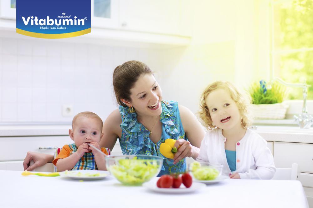 Membiasakan Makan Sehat Untuk Si Kecil Itu Gampang Kok! Ini Dia Yang Perlu Bunda Perhatikan!