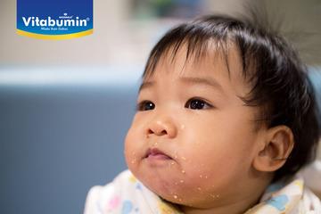 9 Cara Atasi Anak yang Suka Mengemut Makanan